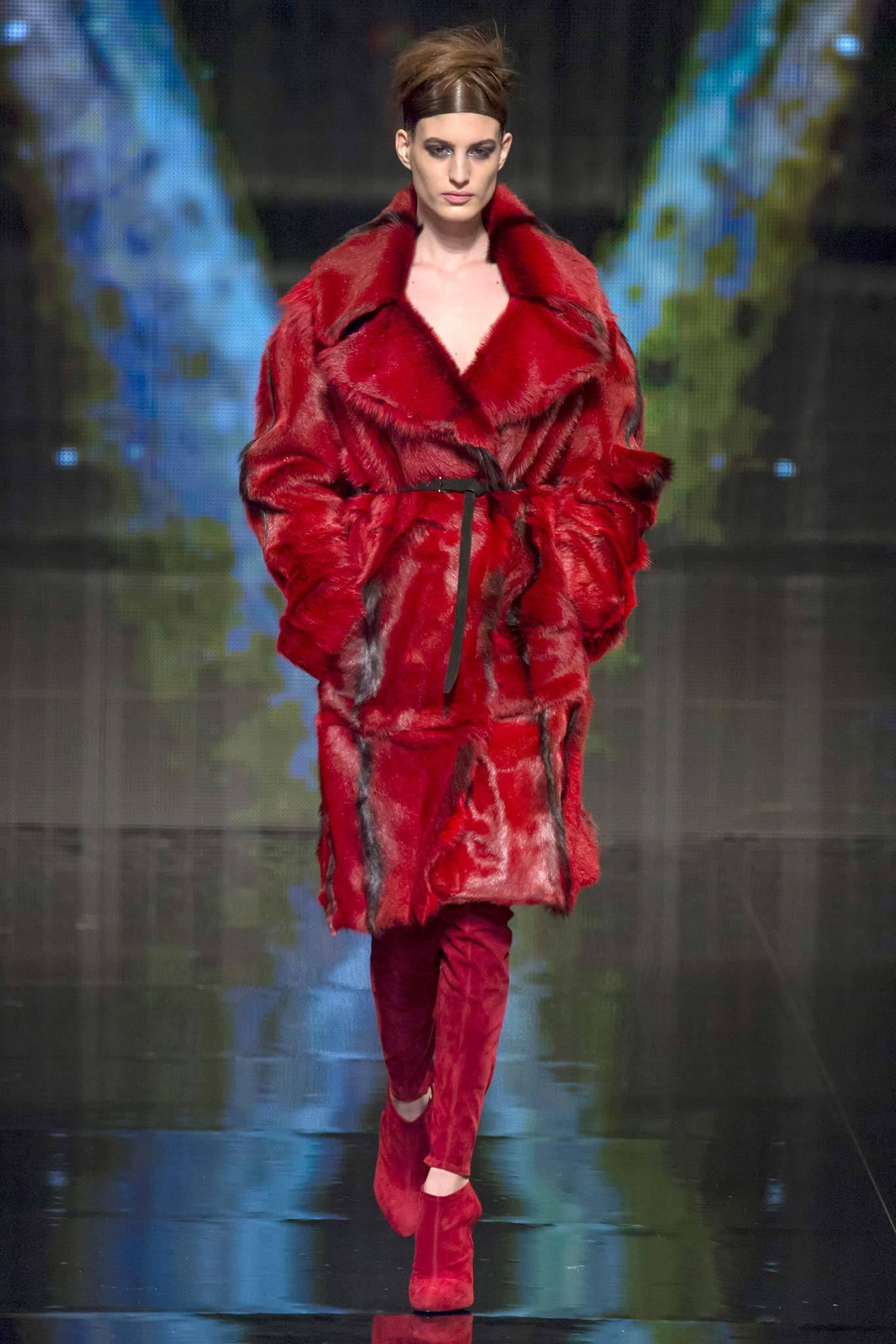 Luxe-Outerwear-in-Donna-Karan-Fall-Winter-2014-2015-6